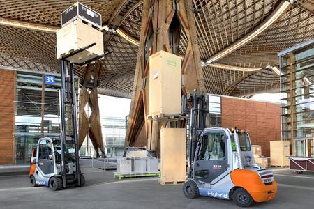 STILL startete im Jahr 2011 als erstes Unternehmen mit der Serienproduktion eines Hybridstaplers / Foto: STILL GmbH