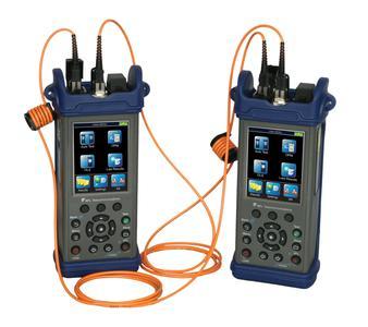 C880 – Quad Certification Test Kitt mit zwei C840 Handheldgeräten für die Zertifikation und für Tier 1 Messungen