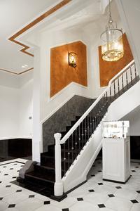 Vielfältige Gestaltungsmöglichkeiten: Auch im Deckenbereich wurde Calcino Decor verwendet. Durch die großzügige Raumgestaltung und die durchdachten Details kommt die Farbe besonders gut zur Geltung, Foto: Malermeister Kessler