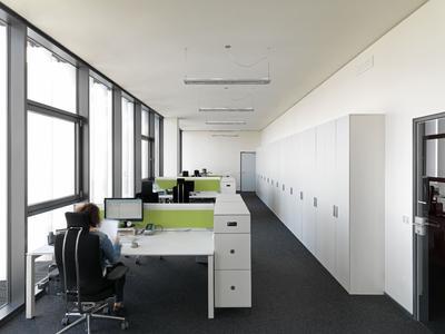 Mitarbeiter-Büro im BFFT-Headquarter in Gaimersheim