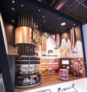 Leuchtende Farben in der Candy Factory (Fotos: Wanzl Metallwarenfabrik GmbH)