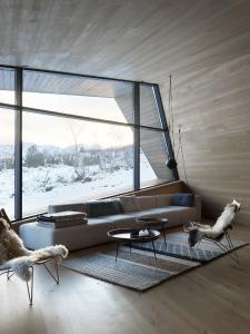Höchste Standards bei der Wärmeisolation der Schüco Fassaden- und Türsysteme ermöglichen auch in dieser kalten Region Norwegens eine transparente Fassadengestaltung (Schüco FW 50+.SI) (Bildnachweis: Invit Arkitekter, Ålesund // Fotograf: Johan Holmquist)