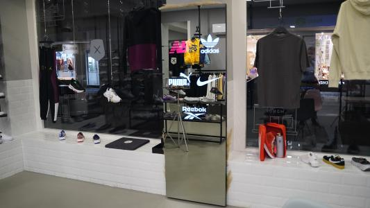 MONOX Sneaker Store, Mannheim Pilkington MirroView™  Fotos: mirrads.de