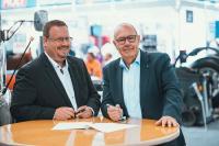 Jochen Saße, easysub-Geschäftsfüher, und Ralf Kuhne, Vorstandsmitglied WM SE freuen sich über den geschlossene Kooperation