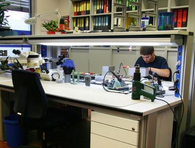 Primus One - Arbeitsbereich für die Herstellung von Elektronikkomponenten