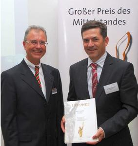 MID GmbH managing director, Jürgen Leuschel (right) receives the certificate for reaching the finals of the major medium‐sized business prize from Robert Knitt, service point for the Oskar Patzelt foundation for Franconia and member of the jury for Bavarian competitors, July 17, 2012 in Nuremberg