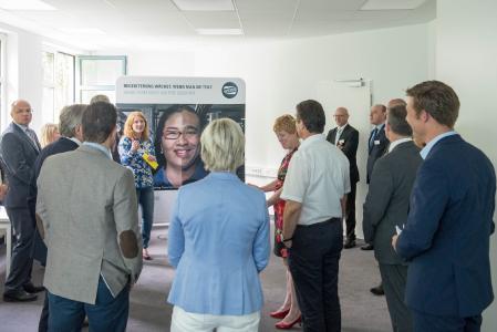 Sehr interessiert lauscht die Delegation auch der Vorstellung der Employer Branding Initiative von WEISS zur Gewinnung von Nachwuchskräften