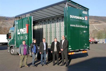 von rechts nach links: Bernd Reining (Einkaufsleitung Duvenbeck), Robert E. Orten (Geschäftsführer ORTEN), Nils Gerdemann (Geschäftsführer Duvenbeck Untern.Gr.), Wilhelm Kemmnitz (technischer Leiter ORTEN), Fahrer (Duvenbeck)