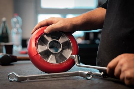 Mit den Komponenten von TORWEGGE lassen sich nicht nur defekte Räder ruckzuck wieder in Schuss bringen. (Foto: TORWEGGE)
