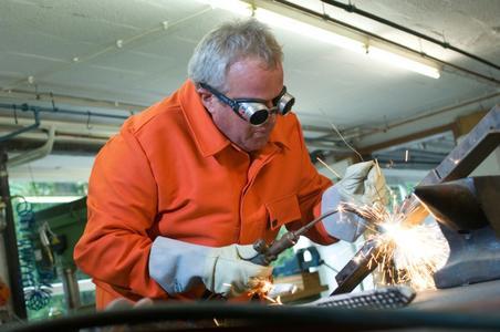 In vielen Arbeitsbereichen sind Handschuhe ein unverzichtbarer Teil der Persönlichen Schutzausrüstung (PSA) © OEKO-TEX®