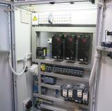 Die Leistung der Ultraschall-Hutschienengeneratoren lässt sich im Bereich von 10 bis 100 Prozent in 1%-Schritten regeln und dadurch optimal an teilespezifische Reinigungsprogramme anpassen /  Bildquelle: Weber Ultrasonics AG