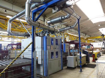 Bild 1: Blick auf die automatisierte Blech-Bearbeitungsanlage