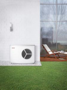 Die Luft/Wasser-Wärmepumpe WPL 10 AC stammt aus dem Hause Stiebel Eltron. Sie zeichnet sich durch eine sehr hohe Effizienz aus und arbeitet darüber hinaus flüsterleise / Bild: STIEBEL ELTRON