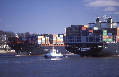 Schiffsbewegungen auf der Elbe