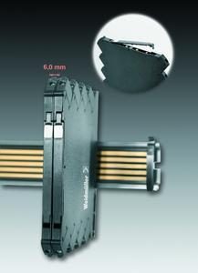 """Weidmüller Omnimate Housings """"CH20M6"""": Im Vergleich mit anderen 6 mm breiten Gehäusen verfügt """"CH20M6"""" über bis zu 100% mehr Frontfläche. Die Bedienungsebene lässt sich individuell und großzügig gestalten. Detail: Schwenk- und rastbarer Deckel mit eingelassenem Gerätemarkierer"""