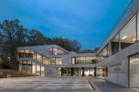 Deutscher Verzinkerpreis 2017: Mit dem zweiten Preis der Kategorie Architektur ausgezeichnet wurden as-if Architekten, Berlin für den neuen Hauptcampus der Zeppelin Universität Friedrichshafen.
