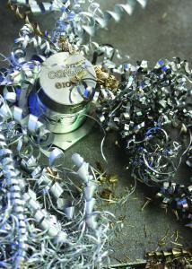 Späne aus Eisen, Aluminium, Edelstahl, Messing, Kupfer oder Titan: kein Problem für die spanfesten Induktivsensoren DW-AS-713-M##-967