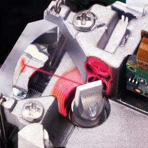 Detailaufnahme der patentierten digitalen Encoder-Technologie in einem Galvanometer-Scanner von SCANLAB