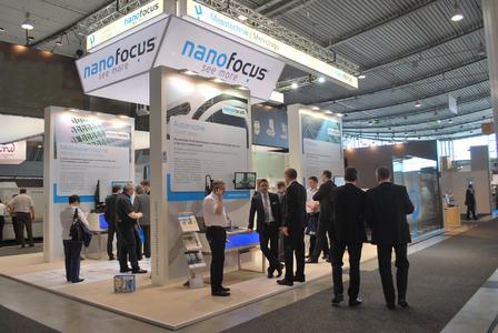 Messtechnik-Anwender aus verschiedenen Branchen informierten sich am Messestand der NanoFocus AG über die Neuheiten im Bereich der optischen 3D-Messtechnik.
