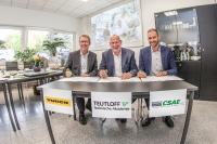 Foto 1: (v.l.n.r.) Jörg Wittkugel (TURCK), Alexander von Lützow (TEUTLOFF) und Michel Wedekind (CSAE) unterzeichneten in dieser Woche den Kooperationsvertrag. (Bildnachweis: TEUTLOFF / Andreas Rudolph)