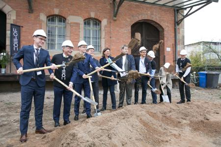 Groundbreaking ceremony for the start-up center which the founders will move into in 2019. Schaeffler is one of the founding partners and is represented here by Prof. Dr. Tim Hosenfeldt, Senior Vice President Corporate Innovation at Schaeffler / Photo: Zollhof