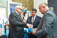 Hoher Besuch am Stand von Endress+Hauser in Hannover