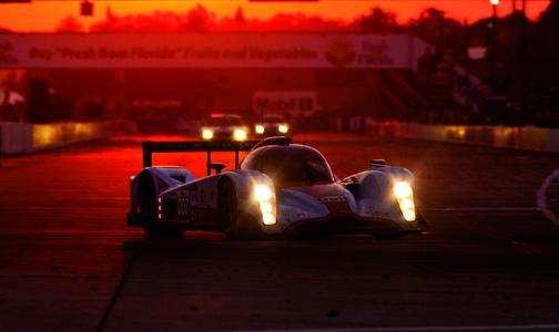 Nur das Beste für extreme Belastungen: Der Aston Martin fährt bei der Le Mans-Serie 2010 mit Hella-Lichttechnologie