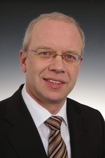 Dr. Michael Pütz Vorstand Personal Werksanlagen Recht