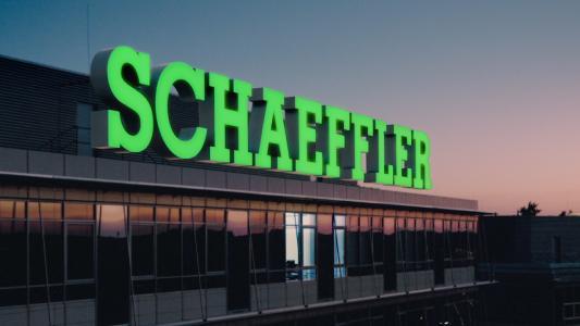 Die Schaeffler Leuchtschrift ist ab sofort in Bühl zu sehen / Foto: Schaeffler