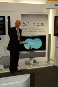 Der Loewe Partner Plus Händler, Chris Owens, in Newcastle (UK) überzeugte den 6.001 Endkunden von den Qualitäten des Individual Sound Projectors.