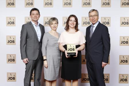 (V. l.): Ralf Heislmeier (Head of Marketing & Sales), Heidi Fried (Head of CMA), Edeltraud Hütter (HR Specialist), alle SPV, Bundeswirtschaftsminister a. D. Wolfgang Clement / Bildquelle: TOP JOB