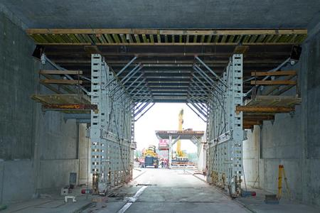 Cut-and-cover tunnel construction east: the formwork carriage in the background is being prepared for the move from the south to the north tube