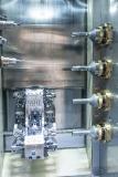 Vierfach-Anordnung der Stufenbohrer an der rechten Seite des Arbeitsraums eines Fertigungsmoduls. (Foto: ELHA)