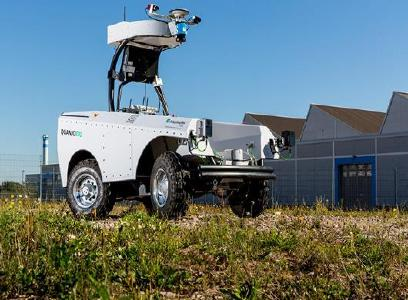 Das Roboterfahrzeug »Quanjo« liefert autonom Sensorsonden aus © Fraunhofer IOSB