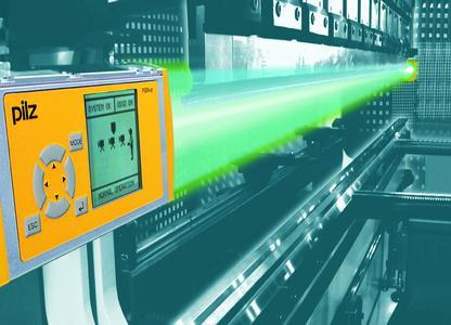 Das kamerabasierte Schutz- und Messsystem PSENvip von Pilz dient der sicheren optischen Überwachung von Abkantpressen. Installiert an der Oberwange der Abkantpresse erkennt das System selbst kleinste Fremdkörper im Schutzfeld zwischen Sende- und Empfängereinheit.