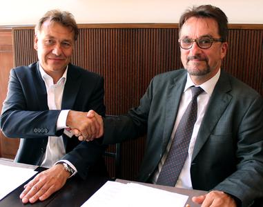 PLA-Geschäftsführer Heinz Hintzen und KoLoS-Geschäftsführer Ernst Mäußler (rechts im Bild)