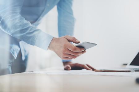 Business-VoIP-Anschluss mit Festnetz, Mobilfunk und Fax - und intelligentem Anrufbeantworter / Foto: sipgate