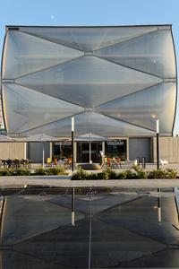 """Over a width of 60 metres, transparent film cushions curve outwards from the first floor and give the building """"Le Nuage"""" a unique air of lightness. Copyright: ©ROXIM"""
