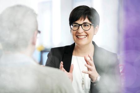 Simone Deckers (43) wird vom Vorstand der SWK STADTWERKE KREFELD AG zum 1. Juli 2021 zur neuen Geschäftsführerin Vertrieb/ Kundenmanagement an die Seite von Josef Thomas Sepp (Sprecher der Geschäftsführung lekker Energie GmbH) bestellt