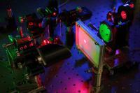 Experimenteller Aufbau zur quantenoptischen Schichtdickenmessung im Terahertz-Spektralbereich durch Messen sichtbarer Photonen © Fraunhofer ITWM