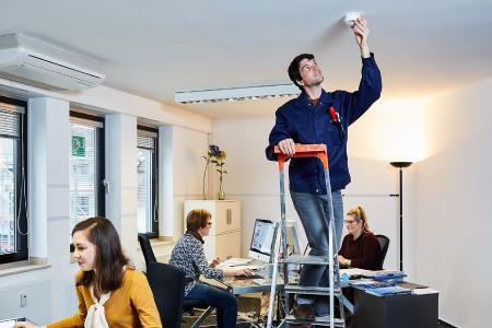 brandschutz im b ro rauchwarnmelder k nnen leben retten t v rheinland pressemitteilung. Black Bedroom Furniture Sets. Home Design Ideas