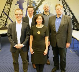 Bringen viel Praxiserfahrungen mit: (v.l.) Prof. Dr. Jan Gerken, Prof. Dr. Lasse Tausch-Nebel, Prof. Angela Clemens, Prof. Dr. Kai Petersen und Prof. Dr. Dirk Müller. Foto: Gatermann