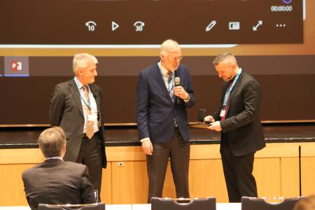 Prof. Dr. Ing. Peter Starke bei der Entgegennahme des Galileo-Preises (Foto: DGM-Inventum GmbH)