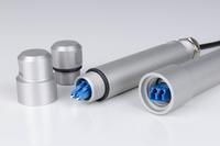 Das robuste Metallgehäuse aus eloxiertem Aluminium schützt die Verbindung sicher und zuverlässig vor Umwelteinflüssen und mechanischen Belastungen