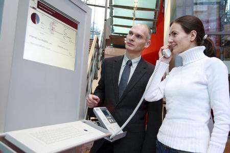 Die EML Transcription Platform für Call-Center ermöglicht die automatische Umwandlung von Anrufen in geschriebenen Text. Damit lässt sich die gesamte telefonische Kundenkommunikation inhaltlich analysieren und steuern. (Foto: EML)