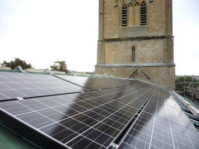 Photovoltaik-Installation versorgt Kirche CO2-neutral mit Strom