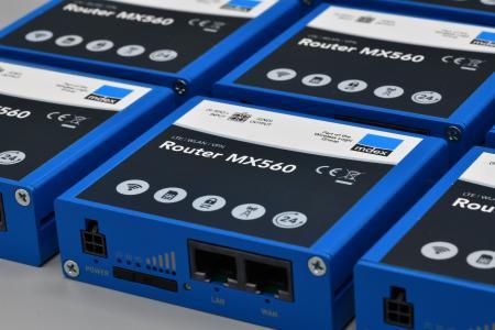 Industrie-Router mdex MX560 zur Montage auf der Hutschiene