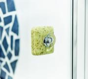 Auch auf Glas haftet der Savont Seifenhalter dank effektiver Saugnäpfe flexibel und zuverlässig