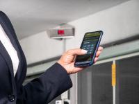 Benutzerfreundlich bedienen lässt sich das System mit der WÖHR SmartParking-App, mit der sich der Parkvorgang direkt vom eigenen Smartphone aus steuern lässt.