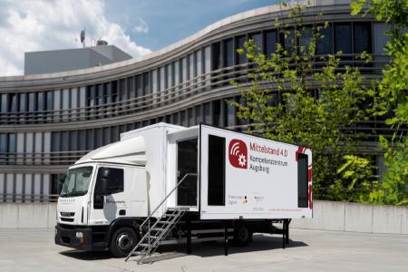 Im Mittelstand 4.0-Mobil erleben Teilnehmende Technologien für den Mittelstand live © Fraunhofer IIS/Paul Pulkert
